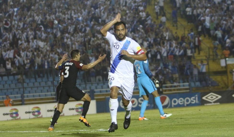 carlos ruiz celebrates